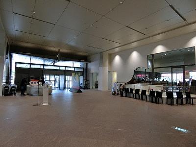 京都国立近代美術館ロビーとカフェ