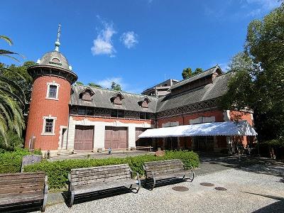 相楽園の旧小寺家厩舎