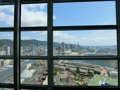 カルメニのシースルーエレベーターから見た神戸ハーバーランドの眺望