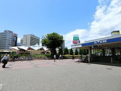 JR神戸駅北口のデュオこうべサンポルタ広場地上部