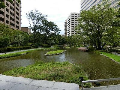 グランフロント大阪オーナーズタワーの東側庭園