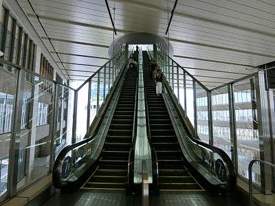 ノースゲートビルディングの7階と10階を結ぶ直通エレベーター