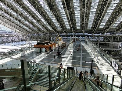 大阪ステーションシティ橋上駅舎5F屋上の時空の広場
