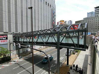 ヨドバシ梅田とJR大阪駅との連絡橋