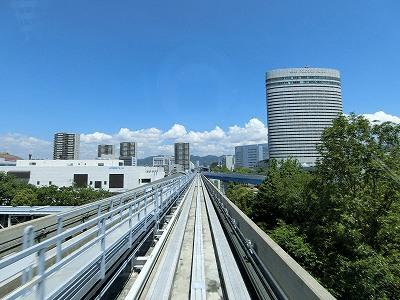 ポートアイランドを縦断する神戸新交通ポートライナー線