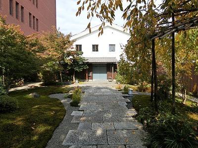 島津創業記念資料館の前庭