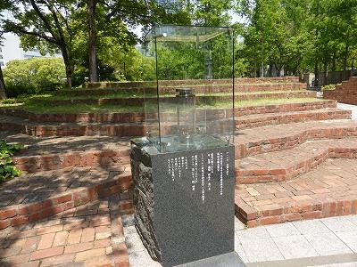 東遊園地慰霊と復興のモニュメントにある1.17希望の灯り