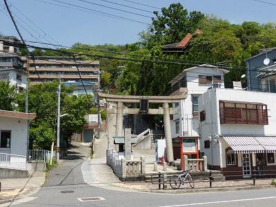 諏訪山の諏訪神社参道