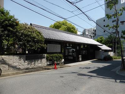 生田神社西門(駐車場入口)