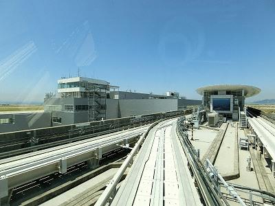 神戸空港ターミナルビルと神戸空港駅