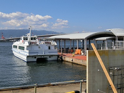 神戸関空ベイシャトルと海上アクセスターミナル桟橋