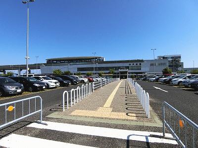 神戸空港ターミナル駐車場とポートライナー神戸空港駅