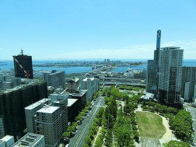 神戸市役所展望ロビーから南方面(ポートアイランド)の眺望