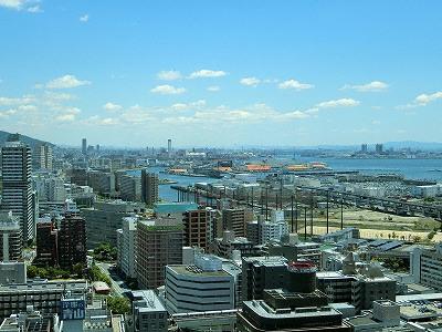 神戸市役所展望ロビーから東方面(大阪)の眺望