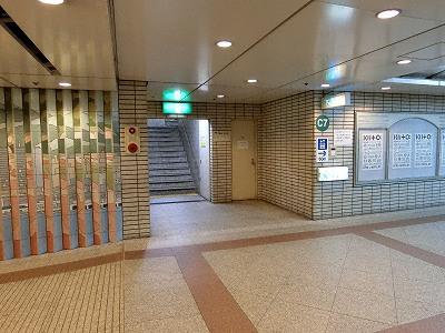 神戸市役所展望ロビーから北方面(三ノ宮駅・六甲山)の眺望