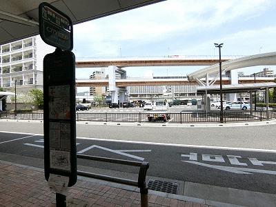 かもめりあ駐車場とシティーループかもめりあバス停