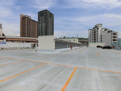 コーナン ハーバーランド店駐車場