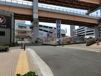 国道2号線からのコーナン駐車場入り口