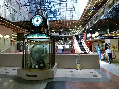 さんプラザとセンタープラザ間の2F連絡スペースにあるマゼラン時計