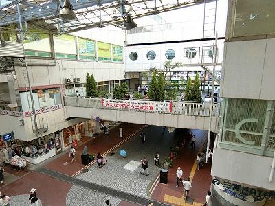 センタープラザとセンタープラザ西館間の2F連絡スペースにあるプラザスクエア