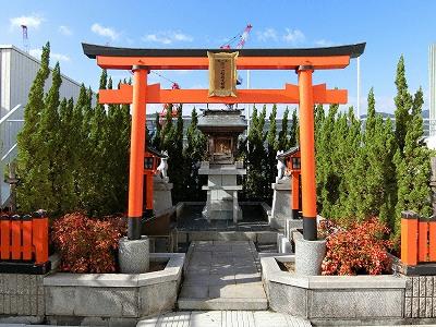 神戸阪急屋上の諏訪山稲荷大明神