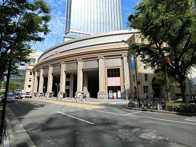 神戸朝日ビルの低層部は神戸証券取引所の外観
