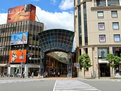 神戸元町商店街1番街ゲート「ラルーチェ」