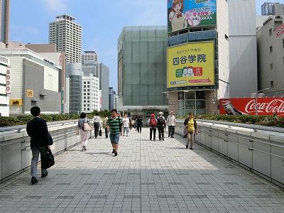 神戸交通センタービルから神戸マルイへのペデストリアンデッキ