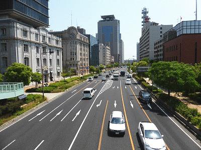 神戸元町エリアの南側を東西に走る国道2号線