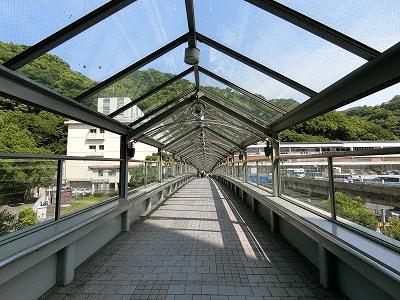 新幹線新神戸駅と新神戸オリエンタルシティの3F連絡橋