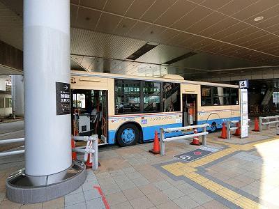三宮バスターミナルの神戸市営バス4番乗り場(25系統森林植物園方面行きに乗車)